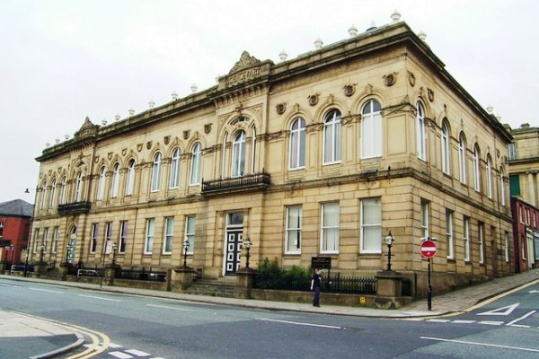 Attractions and Places to Visit in Oldham